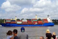 Containerschiff trifft Hafenfähre