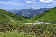 Allgäuer Hochalpen mit dem Nebelhorn hinten links im Hintergrund