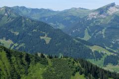 Der Hohe Ifen im Kleinwalsertal (ganz rechts oben)