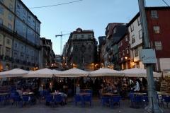 Abendstimmung im Altstadtviertel Ribeira