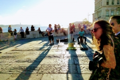Nach der Ankunft in Lissabon: Musik im Gegenlicht auf dem Platz der Wirtschaft.