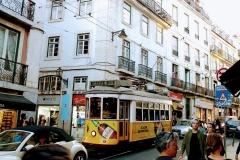 Deutsche Autos blockieren das Wahrzeichen Lissabons
