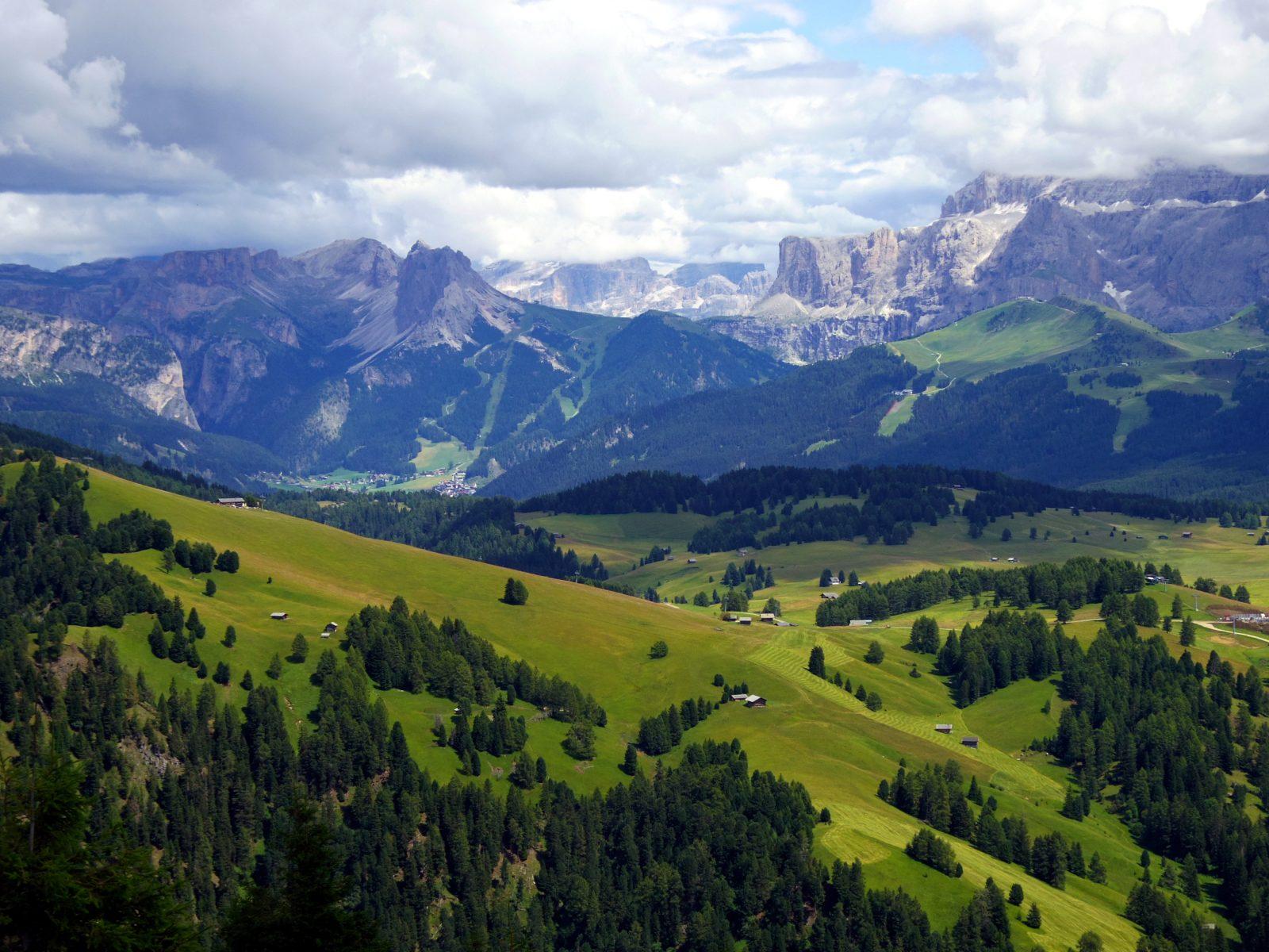 Seiser Alm: Blick vom Puflatsch auf die Dolomiten